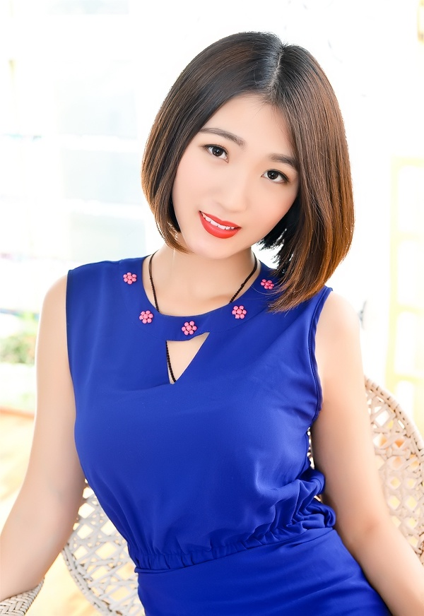 Russian bride Shuang (Queena) from Shenyang