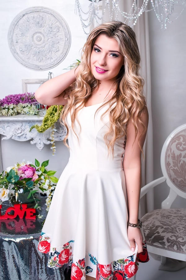 Single girl Alena 22 years old