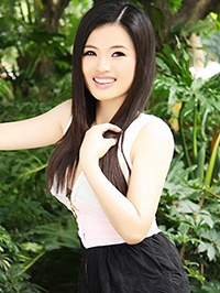 Asian woman Guiju (Yoyo) from Shenzhen, China