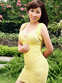 Asian woman Aili from Guangzhou, China
