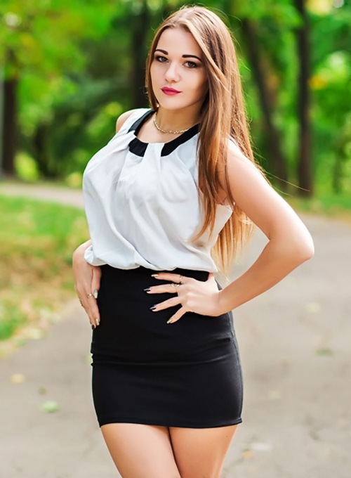 Single girl Karolina 23 years old