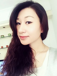 Asian woman Wei (Vivi) from Shenzhen, China
