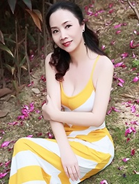 Asian woman Guolian (Xiaoling) from Shenzhen, China