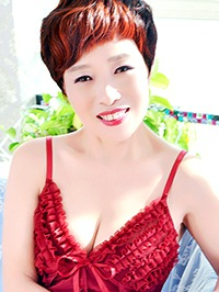 Asian woman Yulian from Fushun, China