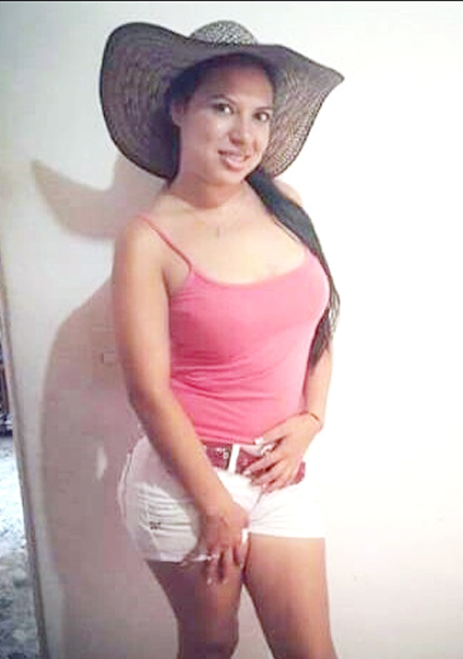 Single girl Flor del Carmen 32 years old