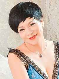 Asian woman Xiufen (Alisa) from Shenyang, China