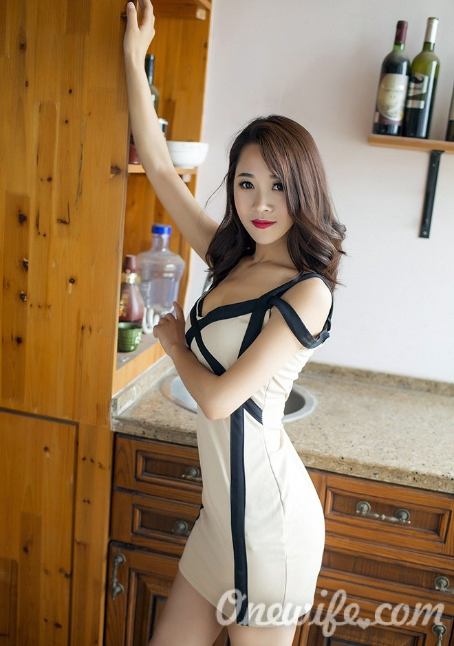 Russian bride Zhenzhen from Shanghai