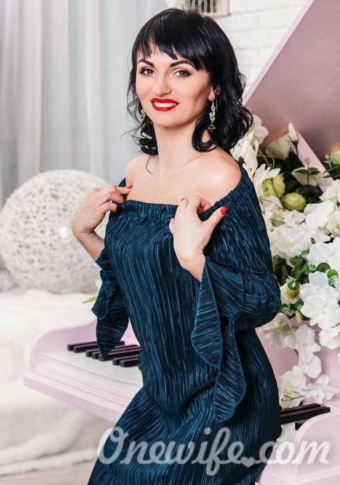 Russian bride Kristina from Stakhanov